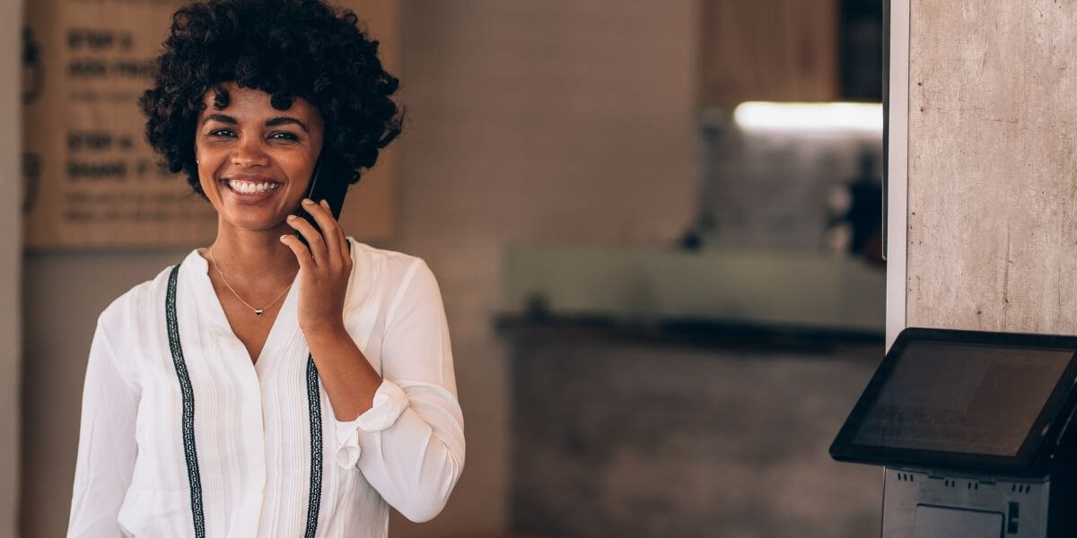 a-pos-dealer-in-harwinton-connecticut-talking-to-her-merchant-about-the-benefits-of-total-touch