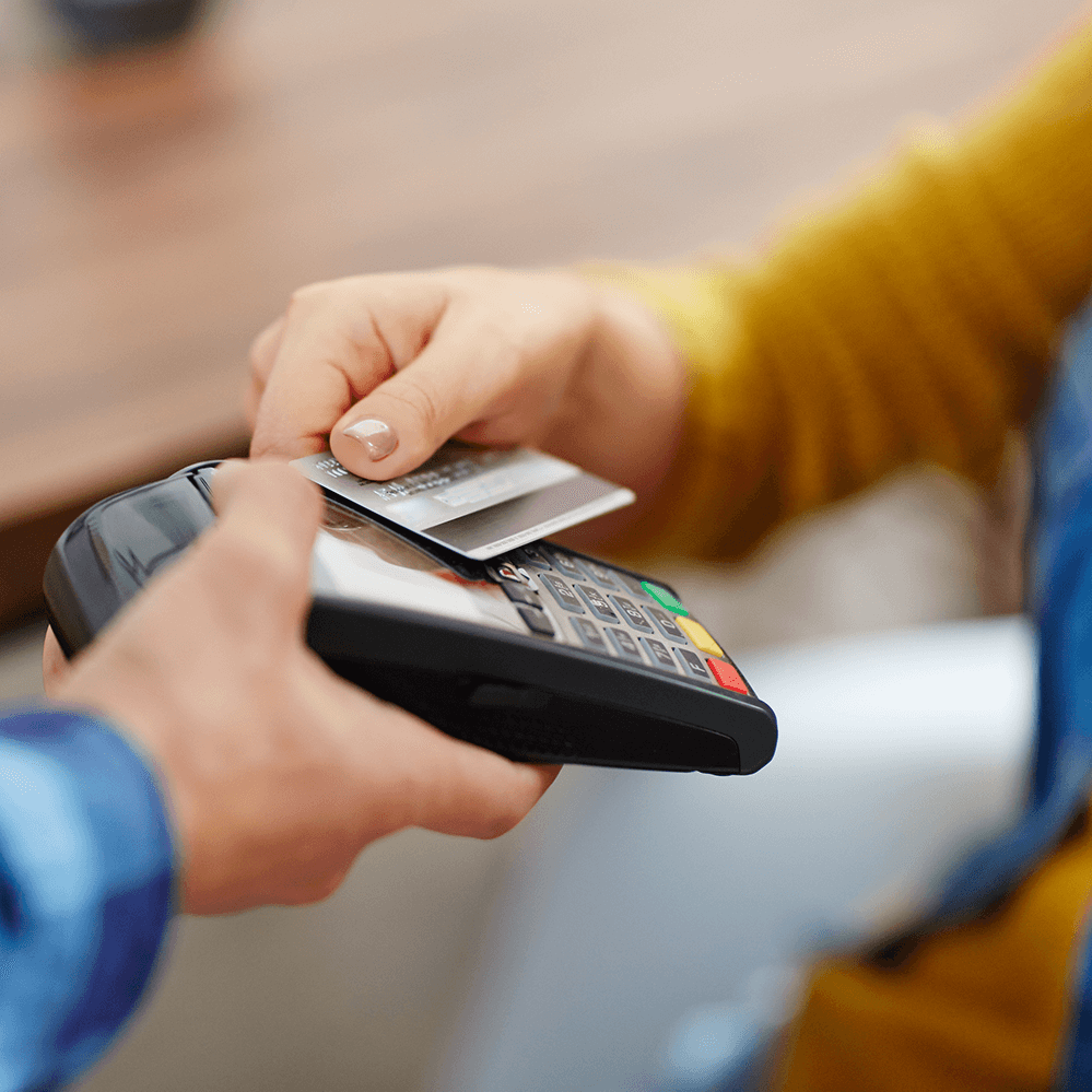 customer-making-a-nfc-contactless payment